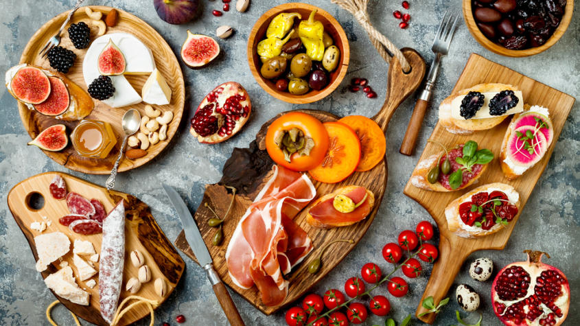 What is the difference between tapas and pinchos?